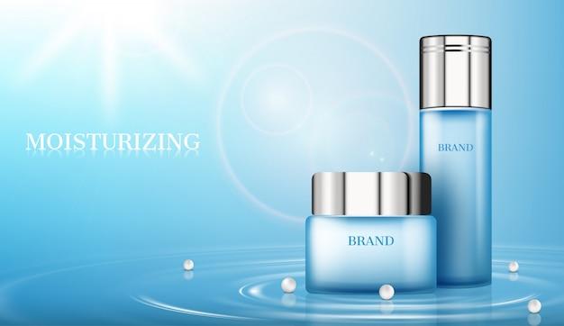 Productos cosméticos en superficie de agua con perlas y sol.