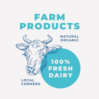 Productos lácteos locales resumen signo o plantilla de logotipo con mano dibujada vaca cara sillhouette y tipografía moderna.