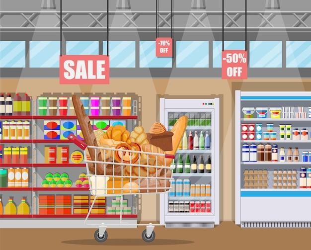 Productos de pan en el interior del supermercado carrito de compras. pan integral, de trigo y de centeno, tostadas, pretzel, ciabatta, croissant, bagel, baguette francés, bollo de canela.