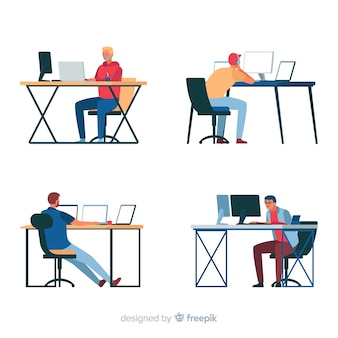 Programadores que trabajan con monitores.