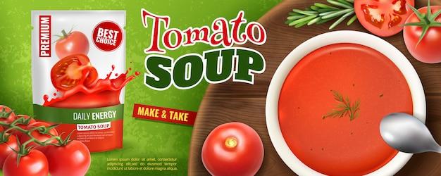 Publicidad realista de sopa de tomate con empaque de marca y tablero de madera con plato lleno de sopa
