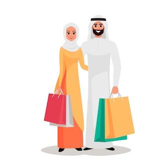 Pueblo árabe con las bolsas de la compra