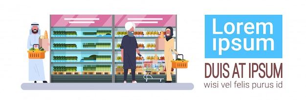 Pueblo árabe compra productos tienda de comestibles banner horizontal