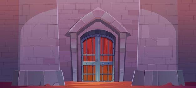 Puerta del castillo medieval mazmorra o exterior del palacio