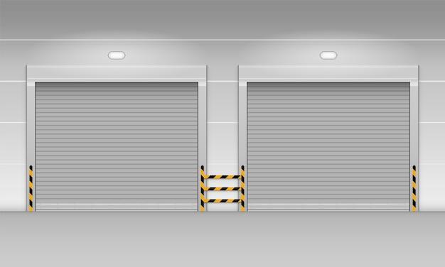 Puerta enrollable de persiana metálica de almacén de fábrica o garaje.