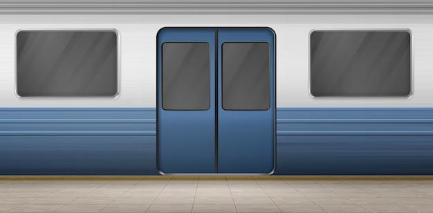 Puerta del metro, tren del metro en la plataforma de la estación vacía con suelo de baldosas, vagón subterráneo exterior con puerta cerrada y ventanas. ferrocarril metropolitano, ferrocarril. ilustración realista del vector 3d