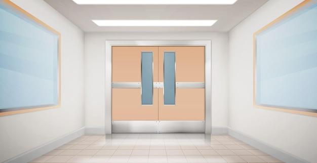 Puertas en pasillo de hospital, laboratorio o escuela.
