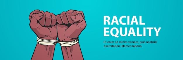Puños negros afroamericanos atados con una cuerda detener el racismo igualdad racial las vidas negras importan espacio de copia