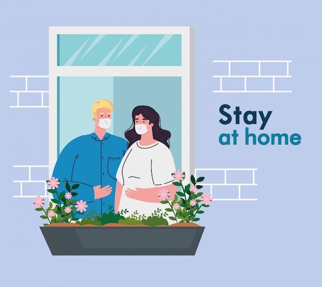 Quedarse en casa, cuarentena o autoaislamiento, fachada de la casa con ventanas, pareja con máscara médica, mirar fuera de casa