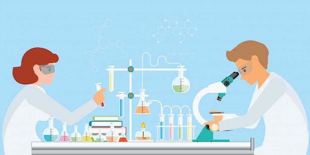 Químicos haciendo experimentos y ejecutando pruebas químicas sobre fondo azul.