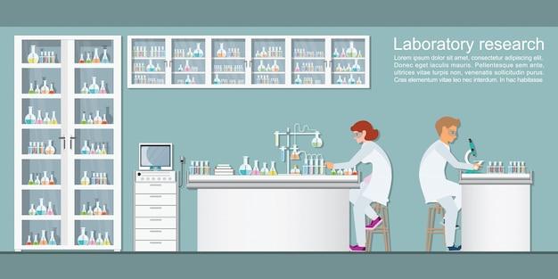 Químicos haciendo experimentos y ejecutando pruebas químicas.
