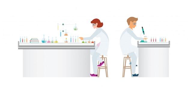 Químicos que hacen experimentos y ejecutan pruebas químicas sobre fondo blanco.