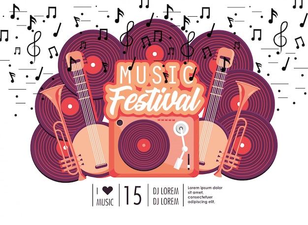 Radio con manjos y trompetas al festival de música.