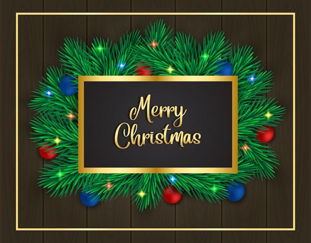 Rama de pino decorado con bolas sobre fondo de madera marrón de navidad