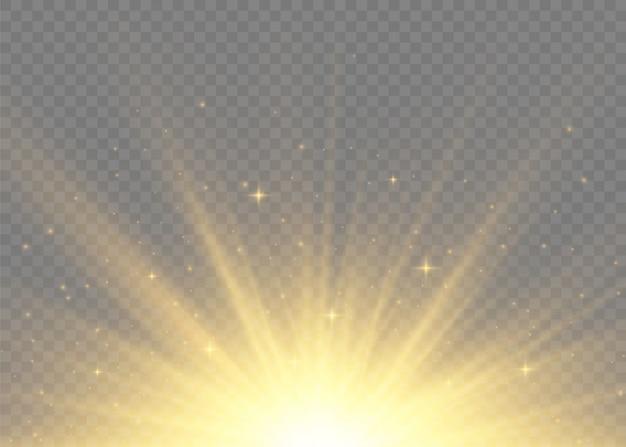 Rayos de sol de luces amarillas brillantes. destello de sol con rayos y foco. la estrella estalló con brillo. efecto de luces especiales sobre fondo transparente. ilustración,.