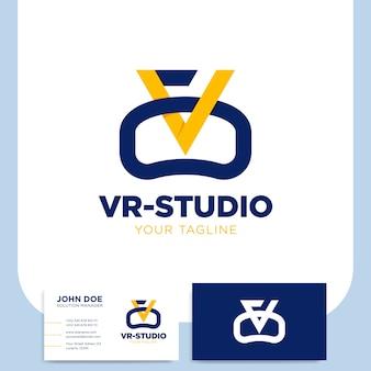 Realidad virtual o logotipo de monograma de letra vr con tarjeta de visita