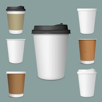 Realista conjunto de tazas de café de papel en blanco