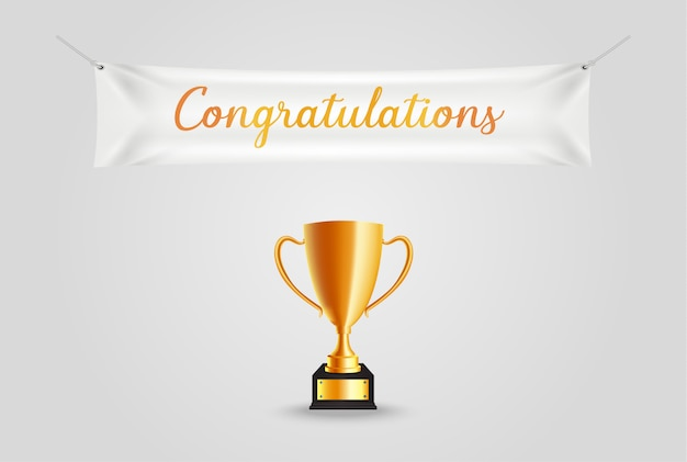 Realista trofeo dorado con texto de felicitaciones en banner textil