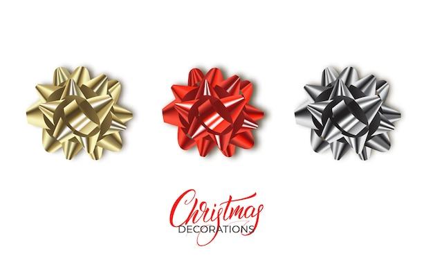 Realistas lazos de navidad metálicos dorados, rojos y plateados