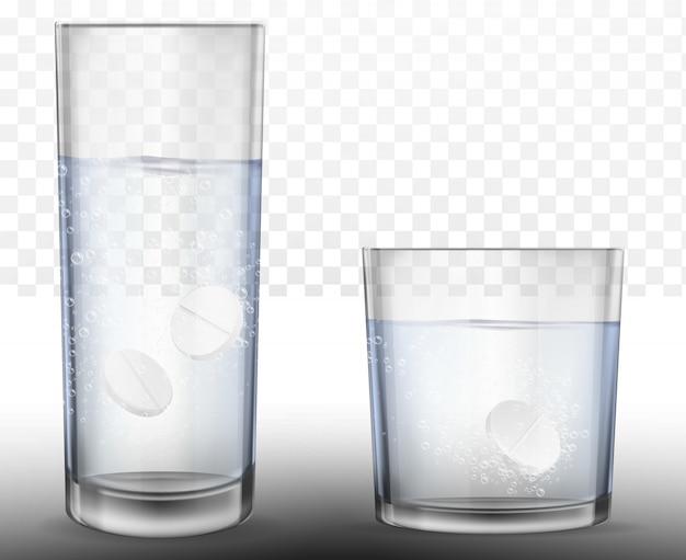 Realistas pastillas efervescentes en vaso de agua.