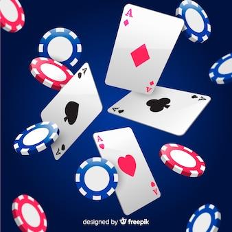 Realistas tarjetas y fichas de casino cayendo