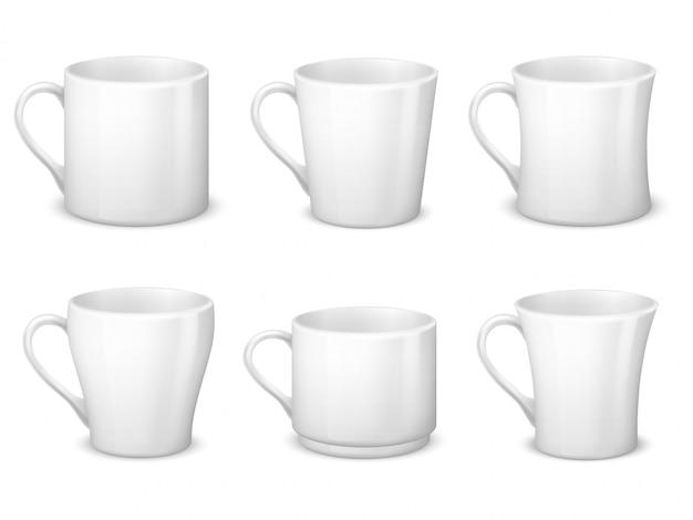 Realistas tazas de café blanco en blanco con asa y tazas de porcelana.