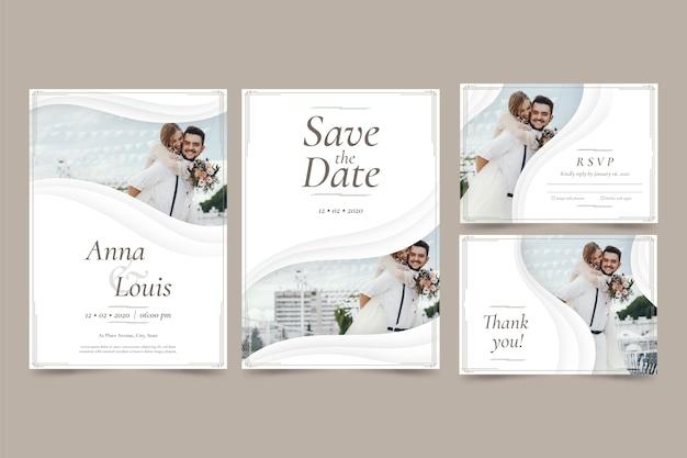Los recién casados guardan la fecha de la invitación de boda