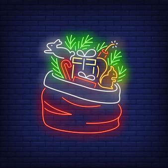 Regalos de navidad en saco en estilo neón
