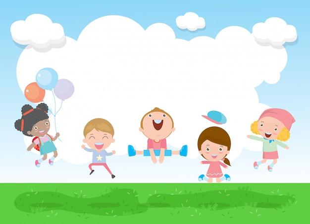 Regreso a la escuela niños felices saltando y bailando en el parque