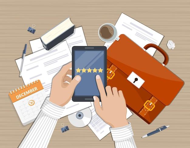 Relación con el cliente satisfacción del cliente calificación de retroalimentación en la ilustración de servicio al cliente calificación del sitio web retroalimentación y concepto de revisión