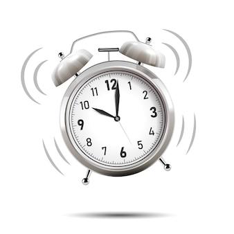 Reloj de alarma cromado realista.