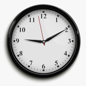 Reloj de oficina de pared con agujas negras y rojas y esfera blanca.