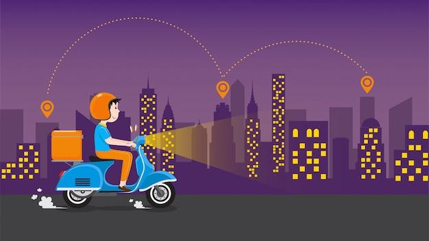 Repartidor montando scooter con caja de caja de entrega en la carretera en el centro de la ciudad por la noche. servicio de entrega comercial