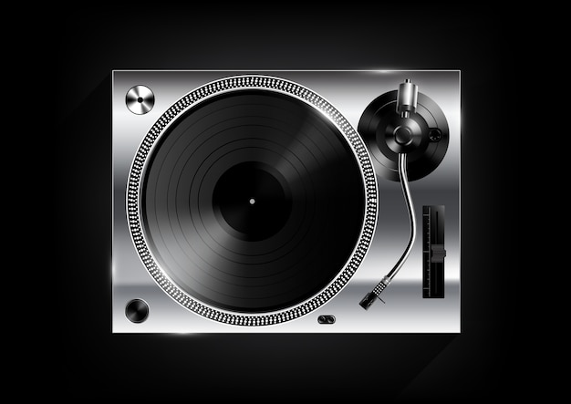 Reproductor de discos de vinilo plateado sobre fondo negro