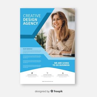 Resumen folleto de negocios con mujer de negocios
