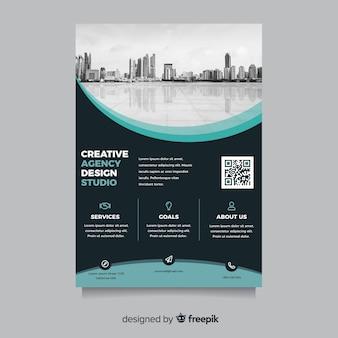 Resumen folleto de negocios con paisaje de la ciudad