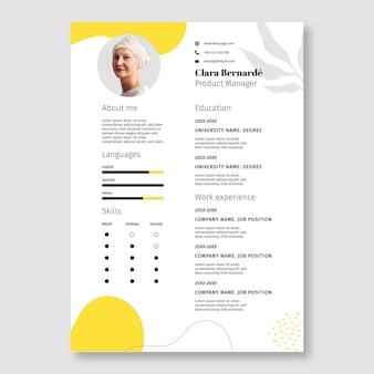 Resumen simple plantilla de currículum vitae amarillo clara manager