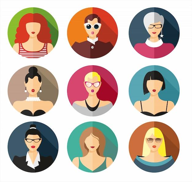 Retrato hermoso de las chicas jóvenes con diverso estilo de pelo aislado.
