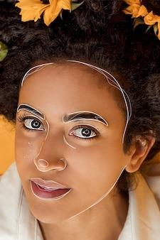 Retrato de mujer con líneas en su rostro.