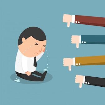 Retroalimentación: el concepto del hombre que llora porque no hizo bien su trabajo, problema de trabajo.