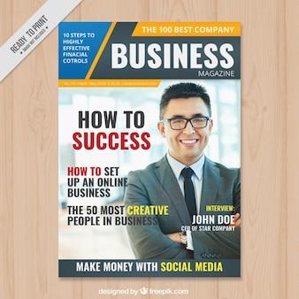 Revista de negocios con un hombre de negocios en la portada