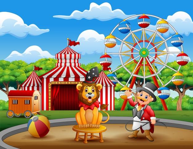 Ringmaster de dibujos animados y un león en la arena del circo