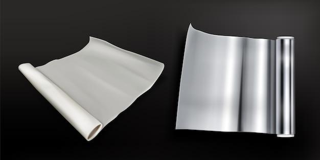 Rollos de papel de aluminio y papel para hornear aislado
