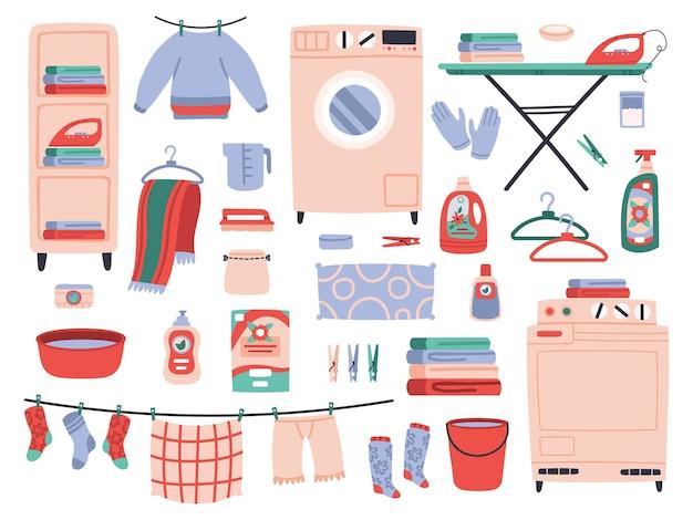 Ropa colgada de cuerdas y pinzas para la ropa