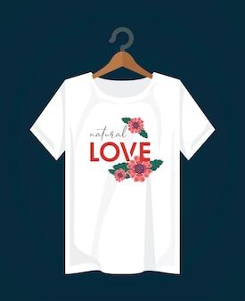 Ropa de impresión de camisa de amor con flores en diseño de ilustración de pinza para la ropa