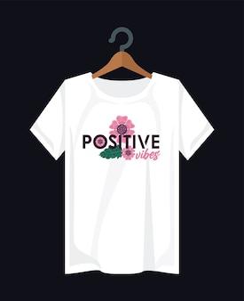 Ropa de impresión de camisa positiva con flores en diseño de ilustración de pinza para la ropa