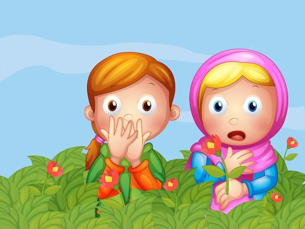 Rostros sorprendidos de dos damas en el jardín.