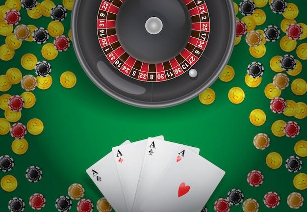 Ruleta, cuatro ases, monedas y fichas de casino sobre fondo verde.