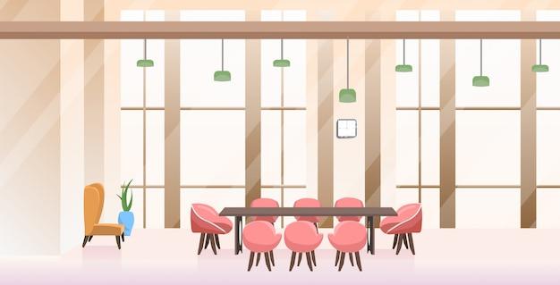 Sala de conferencias sin gente vacía con mesa redonda interior de oficina creativa horizontal