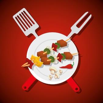 Salchichas con carne y champiñones con herramientas para barbacoa
